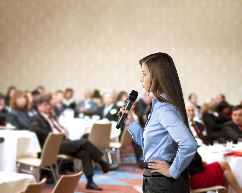 Topluluk Karşısında Konuşurken Kendinden Emin Görünmek İçin İpuçları