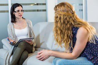 Neden Arkadaşınızla Değil de Bir Terapistle Konuşmalısınız