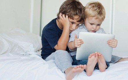 , Çocukların Yatak Odalarına Akıllı Telefonlarını Sokmaları Yasaklanmalı Mı?